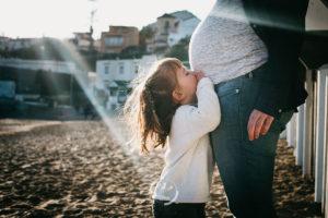 fotografia-familia-embarazo-playa-1